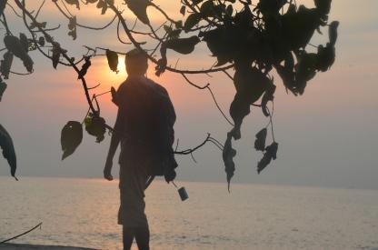 pagi menyusuri pantai