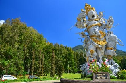 giant statoe of kumbakarna
