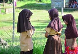 Anak-anak berdiskusi