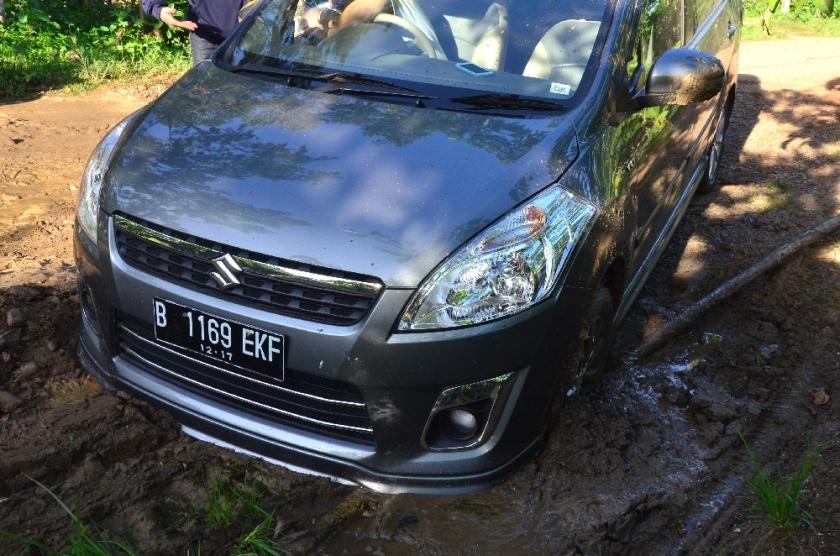 Mobil di lumpur