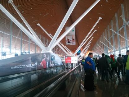 Begitu masuk terminal, inilah ruang tunggu boarding pesawat