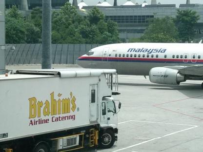 Pesawat MAS terlihat jelas dari ruang tunggu boarding