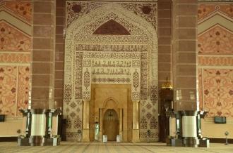 Tempat imam solat di dalam masjid