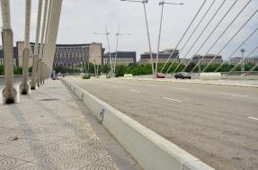 Gedung Kementerian Kewangan, persis di depan jembatan