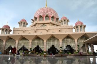 Gedung utama Masjid Putra