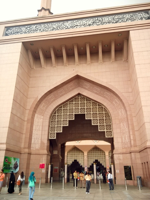 Gerbang Masjid Putra
