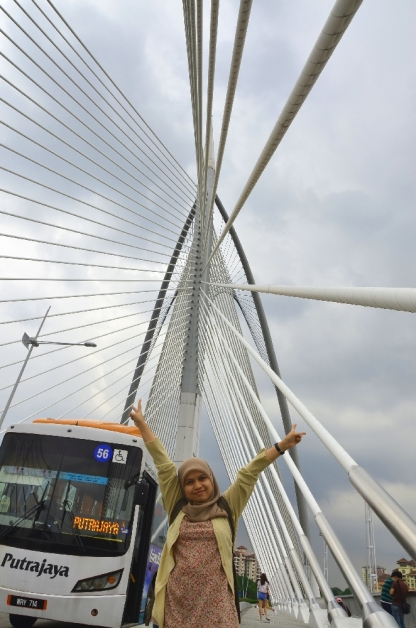 Dora di Jembatan Putra