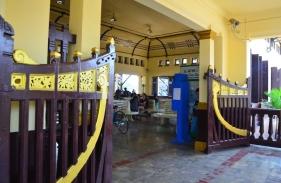 Ruang tunggu stasiun Ayutthaya