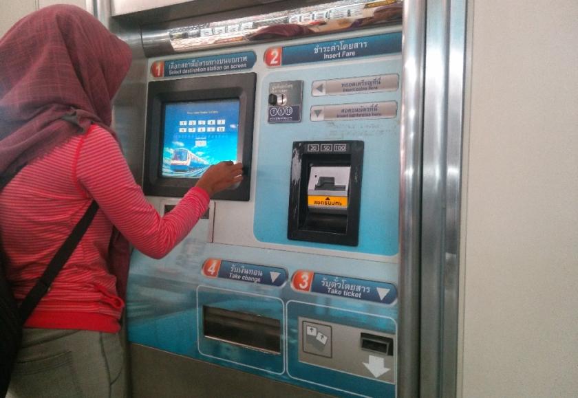 Vending machine tiket BTS