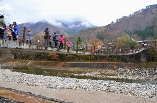 Jembatannya tanpa penyangga